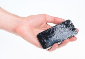 Треснул экран на смартфоне что делать мне